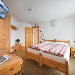 Hotel-alpen-village-Livigno-camera-standard-1