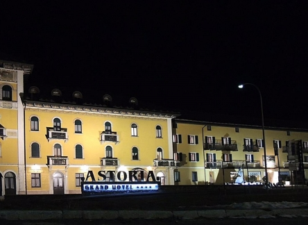 grand-hotel-astoria-night