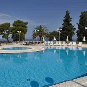 8 swiming pool