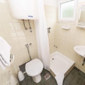 Bathroom_pavilions Kacjak (2)