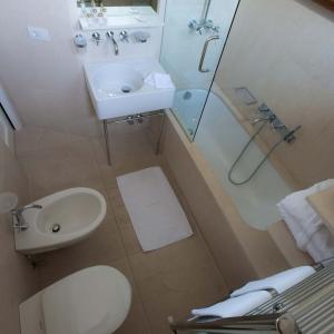 bilocale-mansarda-appartamento-affitto-livigno-6-12-bagno2
