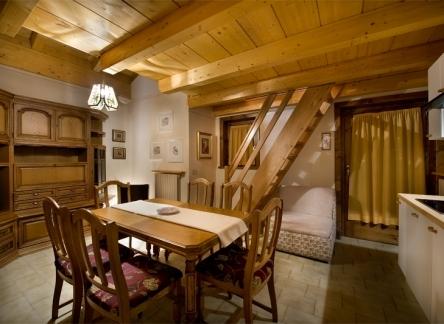 lago2-livigno-chalet-lago-soggiorno2-444x324